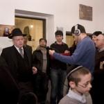Herzog László az MAOIH elnöke beszél a Teleki Téri Zsinagógában tartott megnyitón