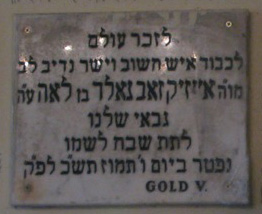 Memorial board in the Shtiebel of Vilmos Gold