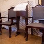 A székek eredeti helyükön, felújítva