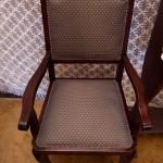 Új kárpit az egyik széken