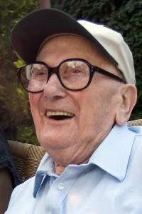 Gláser Jakab (Juci bácsi) 94 évesen egy füredi cukrászdában